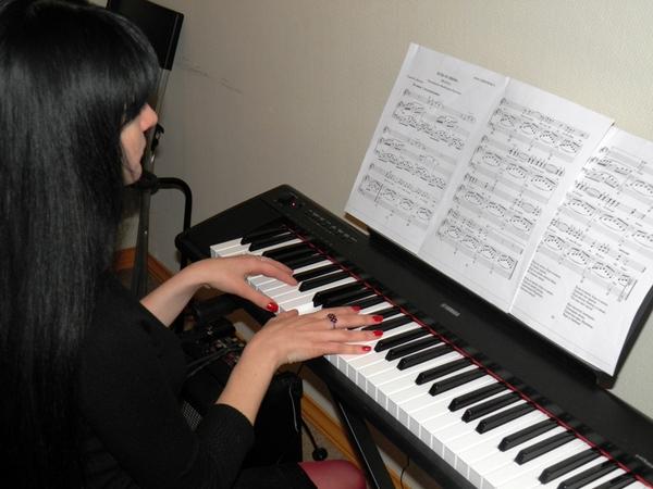Уроки обучения игре на фортепиано