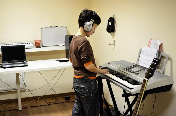 Методику игры на синтезаторе