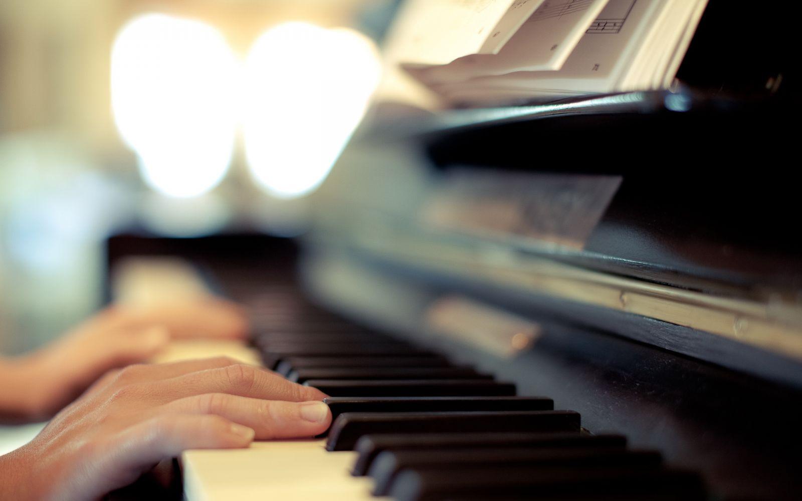 Игра на фортепиано маленьким